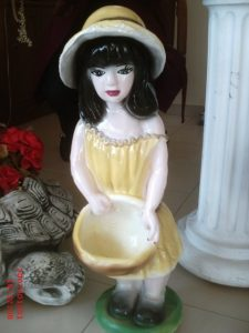 Çanaklı Kız Heykeli