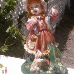 Çiçekli Kız Heykeli
