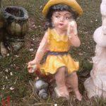 Şapkalı Kız Heykeli