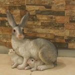 Ada Yavrulu Tavşan Heykeli