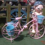 Bisikletli Büyük Erkek Çocuk Maketi
