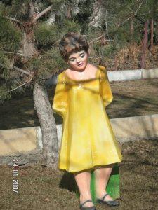 Duran Kız Heykeli