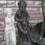 Fıçılı Erkek Çocuk Heykeli