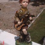 Gitarlı Erkek Çocuk Heykeli