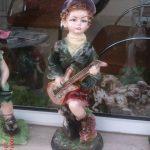 Gitarlı Erkek Çocuk Maketi