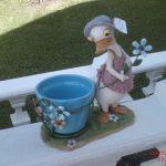 Küçük Çiçekli Ördek Heykeli