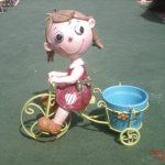 Küçük Bisikletli Kız Heykeli