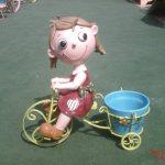 Küçük Bisikletli Kız Maketi