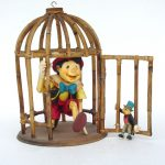 Kafeste Pinokyo Figürü