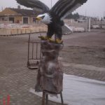 Kaideli Uçan Kartal Heykeli