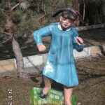 Koşan Kız Çocuk Heykeli