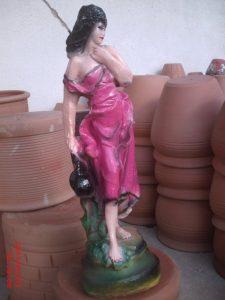 Su Taşıyan Kız Maketi