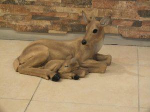 Tunus Yavrulu Küçük Dişi Geyik Figürü