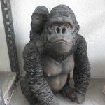 Yavrulu Malezya Orangutanı Heykeli